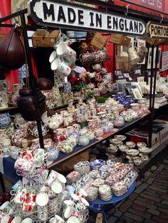 @VisitBritain: RT @Maria Canavello Mrasek Canavello Mrasek Sharapova 'Tea time at Portobello Road Market' #London