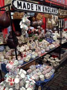 @VisitBritain: RT @Maria Canavello Mrasek Canavello Mrasek Sharapova 'Tea time at Portobello Road Market' #London