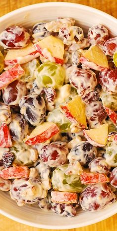 Creamy Vanilla Grape & Apple Salad with Cranberries and Pecans. Thanksgiving, Christmas, Holidays recipe Creamy Vanilla Grape & Apple Salad with Cranberries and Pecans. Apple Salad Recipes, Pasta Salad Recipes, Fruit Recipes, Cooking Recipes, Grape Salad Recipe Healthy, Recipes With Grapes, Cranberry Salad Recipes, Creamy Fruit Salads, Dessert Salads