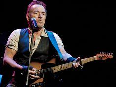 """Wegen des überwältigenden Andrangs verlängert """"The Boss"""" Bruce Springsteen seine Show am Broadway um ganze vier Wochen. Bruce Springsteen (68, """"Born in the USA"""") hat noch nicht genug vom Broadway: Wie """"The Boss"""" nun auf seiner Homepage bekannt gab, wird seine..."""