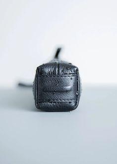 #objctsio #objcts #leather #leatherbag #bag #craftmanship #productdesign #fashion #technology #accessories #work #waterproof #umbrella #foldingumbrella #rainydays #rain Umbrella Cover, Folding Umbrella, Fashion Technology, Leather Bag, Rain, Personalized Items, Accessories, Black, Design