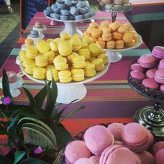 Macaron table