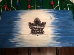 Toronto maple leaf pallet sign Toilet Paper Crafts, School Painting, Painted Leaves, Toronto Maple Leafs, Pallet Signs, Rustic Signs, Flags, Old School, Canvas Art