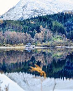 A little house at Scottish Highlands !! ❤️❄️ . via @edinburgh_edition / Instagram