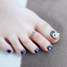 Toe ring tattoo.