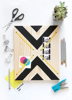 Display your most precious memories on this fun DIY graphic print memo board. Diy Gifts Cheap, Diy Gifts To Make, Diy Gifts For Friends, Gifts For Family, Memo Boards, Weekend Crafts, Weekend Projects, Diy Tableau, Birthday Presents For Dad