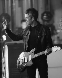 Noel Gallagher's High Flying Birds, Orpheum Theatre - Los Angeles in Los Angeles, California on Tuesday March Photo: Sharon Latham Oasis, Noel Gallagher, Britpop, Music Pictures, Playing Guitar, Pop Music, Beautiful Boys, Flying Birds, People