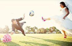 Un partido de fútbol entre los novios ¿quién ganará? #boda