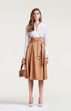 40 Simple Spring Style with Linen Skirt - fashion confessions - Hochzeit Dresscode Smart Casual, Classy Outfits, Casual Outfits, Work Outfits, Sweater Outfits, Look Fashion, Fashion Outfits, Travel Outfits, Fashion 2018