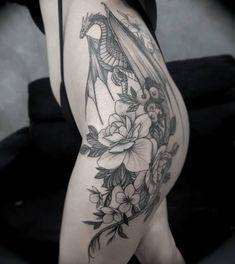 Tattoo Life, Tattoo On, New Tattoos, Small Tattoos, Cool Tattoos, Navel Piercing, Piercing Tattoo, Piercings, Flower Thigh Tattoos