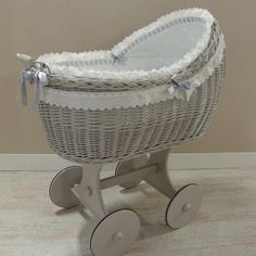 Risultati immagini per moises para bebes decorados para baby shower Baby Bassinet, Baby Cribs, Baby Shower Cakes, Baby Boy Shower, Cradles And Bassinets, Iron Crib, Dolls Prams, Baby Bedroom, Baby Rooms