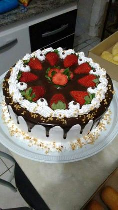 Cake Decorating Videos, Cake Decorating Techniques, Köstliche Desserts, Delicious Desserts, Health Desserts, Cake Decorated With Fruit, Strawberry Cream Cakes, Spring Cake, Specialty Cakes