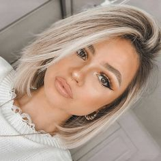 29 Wonderful Bob Haircuts with Bangs and Fringes - The First-Hand Fashion News for Females Blonde Hair With Highlights, Brown Blonde Hair, Blonde Ombre Short Hair, Pretty Blonde Hair, Blonde Honey, Long Brunette, Blonde Wig, Gray Hair, Long Wavy Hair