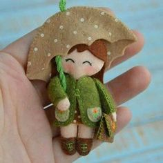 Felt Dolls Hand Stitching Gift Ideas Molde Little Girls Rain Presents Dolls Brooches Cute Crafts, Felt Crafts, Crafts To Make, Fabric Crafts, Sewing Crafts, Sewing Projects, Felt Fabric, Fabric Dolls, Felt Brooch