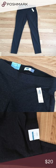 NWT Heather gray leggings New with tags! Heather gray, stretchy, has a thick elastic waist band. Perfect condition. Smoke & pet free home. Old Navy Pants Leggings
