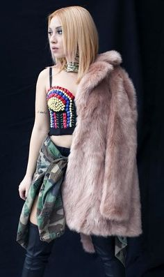 Fur Coat, Hairstyle, Jackets, Fashion, Hair Job, Down Jackets, Moda, Hair Style, Fashion Styles