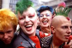 19 Filthy, Furious Vintage Photos Of Early Punk Subcultura Punk, Punk Boy, 70s Punk, Teddy Boys, Photo Rock, Punk Subculture, Estilo Punk Rock, Moda Punk, Les Aliens