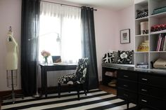 I love decorating with black & white so this studio space decorated by What I Wore would be right up my alley!