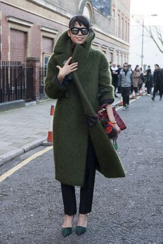 London Calling: The Best Street Snaps at LFW: The fashion crowd continues its bi-annual migration across the pond to kick off London Fashion Week.