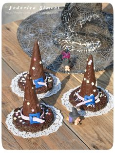 The kitchen of Federica: Hats Witch Translation Provided ⭕️ Cookie Do, Strega, Cookies Policy, New Years Eve Party, Birthday Candles, Flora, Witch, Desserts, Crafts