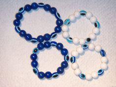 """Nazar-Amulette  sind in einigen orientalischen Ländern verbreitete blaue, augenförmige Amulette, die gemäß dem Volksglauben den Bösen Blick abwenden sollen.  Im Volksglauben besitzen Menschen mit hellblauen Augen den unheilvollen Blick.  Ein ebenfalls """"Blaues Auge"""" soll demnach als Gegenzauber diesen Blick bannen und abwenden."""