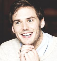 sam claflin Those dimples <3