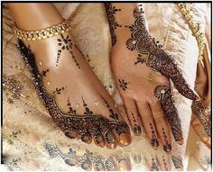 I have always had an attraction to henna art..this is so beautiful to me