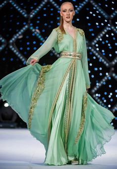 green caftan marrakech 2013 show Morrocan Dress, Moroccan Bride, Moroccan Caftan, Moroccan Style, Kaftan Abaya, Caftan Dress, Oriental Dress, Oriental Fashion, Arab Fashion