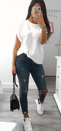30 Outstanding Summer Outfits To Try Now Casual Summer Outfits CasualShoesshirts outfits outstanding Summer College Outfits, Outfits For Teens, Summer Outfits, Graduation Outfits, Looks Chic, Casual Looks, Cute Casual Outfits, Stylish Outfits, Black Outfits