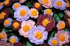 Centrotavola con fiori in gomma crepla