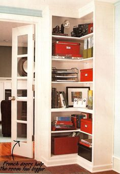 built-in corner bookshelf runs up against opposite end of window seat #bathroomfurnitureplan