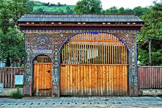Székelykapu by csgyorgy, via Flickr Portal, Travelogue, Wood Carving, Hungary, Outdoor Structures, Windows, Doors, Landscape, Architecture