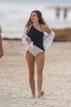 Elizabeth Olsen in Swimsuit on the Beach in Mexico, Olsen Sister, Elizabeth Olsen Scarlet Witch, Elisabeth, Ashley Olsen, Hot Actresses, Bikini Girls, Swimsuits, One Piece, Celebrities