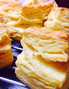 絶対腹割れ!ケンタのビスケット風スコーン Sweets Recipes, Cake Recipes, Cooking Recipes, Desserts, Savoury Baking, Bread Cake, Cafe Food, Bread And Pastries, Bakery