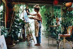 Woman painter painting in her painting studio. - Indoor shot of professional female artist painting on canv. Woman Painting, Artist Painting, Painter Artist, Cactus Paint, Painters Studio, Art Studio Design, Art Studio Decor, Art Studio Room, Artist Aesthetic