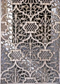 Details of a carved marble screen at Diwan-i-Khas (Red Fort).