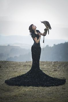 Eva Ribot Photography - Jordina Juliá (Jordina.j) - h Anna Maria Porras - mua Bolboreta Disueña Make Up-Fx - dsg Royal Couture - bird Zoo del Pirineu