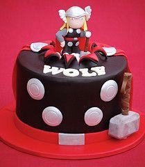 I found my birthday cake! Thor Cake por RoyalBakery