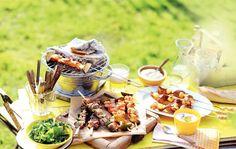 Steek 'm maar weer aan, die BBQ! Met deze lekkere varkenshaasspiesen met bosui zit je altijd goed - Recept - Allerhande Fish And Meat, Fish And Seafood, Teppanyaki, Grilling, Bbq, Pork, Cheese, Healthy, Aioli