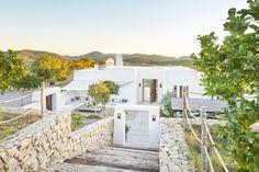 Luxury villa for rent in Ibiza close Santa Gertrudis with big plot. Home Theatre, Ibiza Town, Luxury Villa Rentals, Outdoor Living, Outdoor Decor, Lounge Areas, Mykonos, Modern Architecture, Entrance