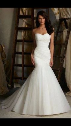 This is just so gorgeous! Beautiful detail, beautiful shape. #wedding #dress #mermaid