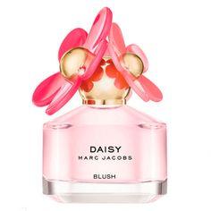 Blush Eau de Toilette Spray Marc Jacobs lanza Daisy Blush en 2016. Reinterpreta a su margarita Daisy introducida en 2004. Un ramo de flores delicadas en tonos rosas en edición limitada. El frasco mantiene la forma ahora en un tono rosado. Un perfume delicioso de notas florales.