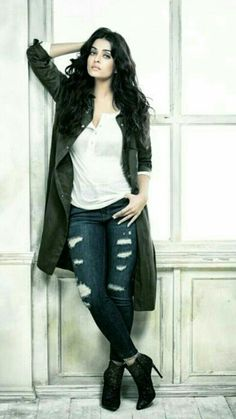 Aishwarya Rai - www.facebook.com/ILoveHotAndCuteCelebrities More