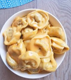 This Creamy Mac and Cheese Tortellini is an excellent recipe for you cheesy pasta lovers out there! Creamy Mac And Cheese, Macaroni And Cheese, Cheese Tortellini Recipes, Vegetarian Recipes, Cooking Recipes, Pasta Dinners, Meals, Creole Recipes, Quick Dinner Recipes