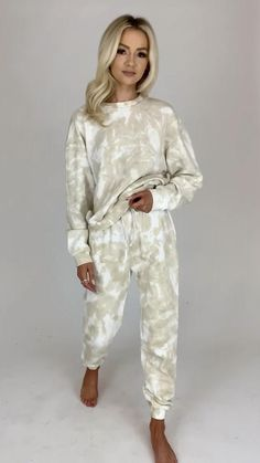 Tie Dye Outfits, Party Outfits, Cozy Fashion, Women's Fashion, Moda Zara, Hollywood Model, Outfits For Teens, Sewing Ideas, Dress To Impress
