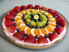 Fruit Pizza Love City: Vacation Week: Guest Post: Chef in Training Fruit Recipes, Pizza Recipes, Dessert Recipes, Fruit Pizza Cookies, Fruit Pizzas, Mini Pizzas, Fruit Tart, Delicious Fruit, Yummy Food