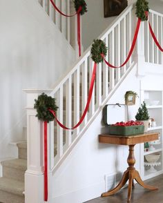 25 festive christmas staircase decor ideas 00023 - Famous Last Words Simple Christmas, Christmas Home, Christmas Wreaths, Christmas Crafts, Beautiful Christmas, Spode Christmas Tree, Handmade Christmas, Christmas Stairs Decorations, Decorating Banisters For Christmas