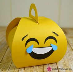 Have an emoji-obsessed kid? These emoji birthday party favors are simple to make and sure to be a hit at your child's party! Learn how to make them here. Birthday Box, 11th Birthday, Birthday Party Favors, Birthday Decorations, Birthday Invitations, Surprised Emoji, Free Emoji, Origami Box, Party In A Box