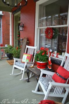 Christmas Front Porch – The Best DIY Outdoor Christmas Decor Christmas Porch, Outdoor Christmas Decorations, Country Christmas, All Things Christmas, Holiday Fun, Christmas Holidays, Holiday Themes, Christmas Pillow, Modern Christmas