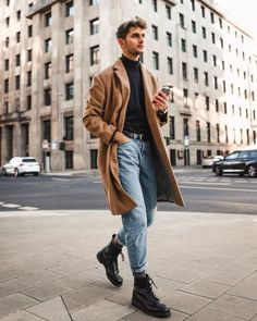 How To Style Casual Outfit For Guys Like A Pro! - - What are some great casual outfit for guys? Today we are talking all about casual outfit for guys and how you can wear them with a […]. Skinny Jeans Kombinieren, Mens Fashion Wear, Men Winter Fashion, Topman Fashion, Street Fashion Men, Men Fashion Design, Casual Male Fashion, Men Street Wear, Teenage Boy Fashion